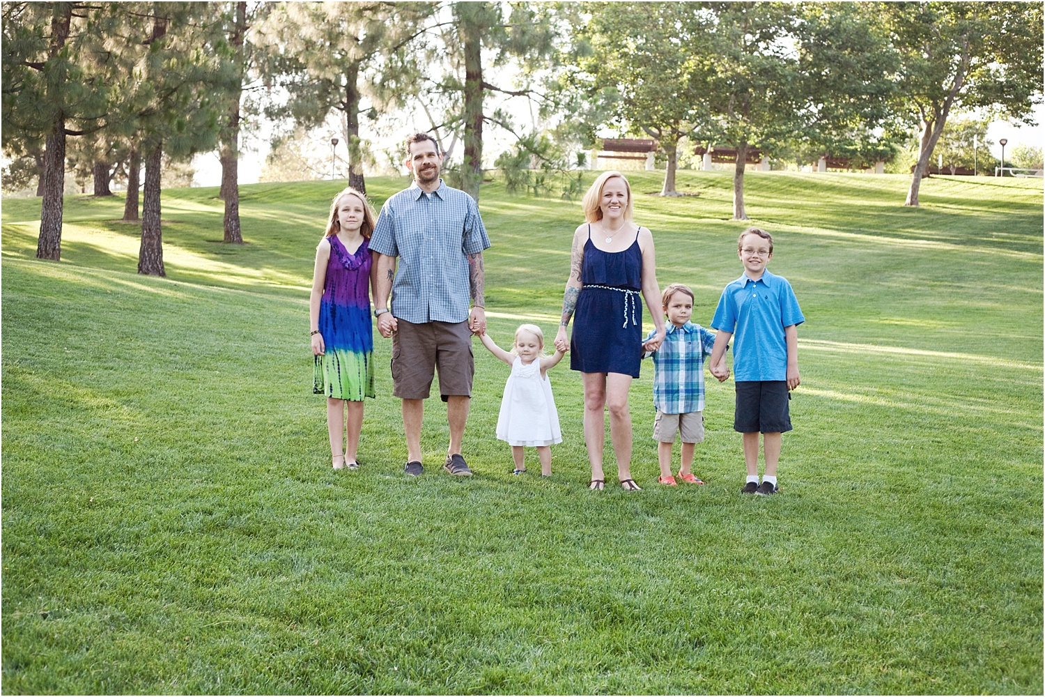 Tips for Posing Large Families and Groups - family of 5 with young kids