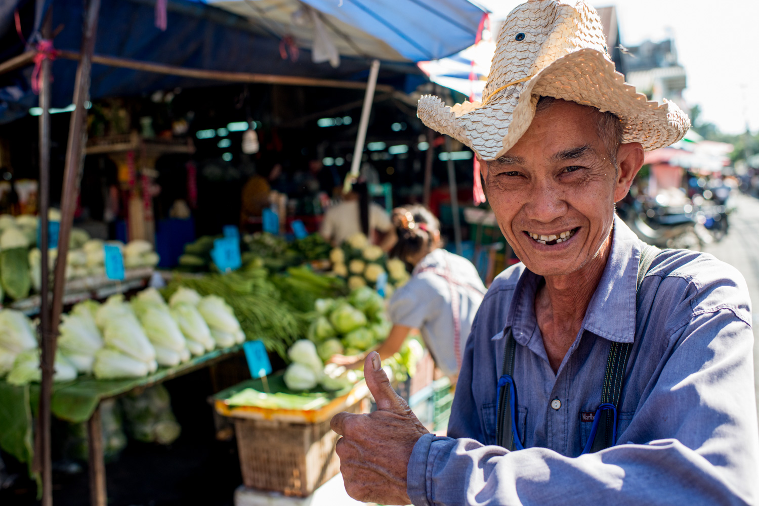 market porter at a Chiang Mai market. Photo by Kevin Landwer-Johan (copyright) 7 Tips for Avoiding a Distracting Background in Street Photography