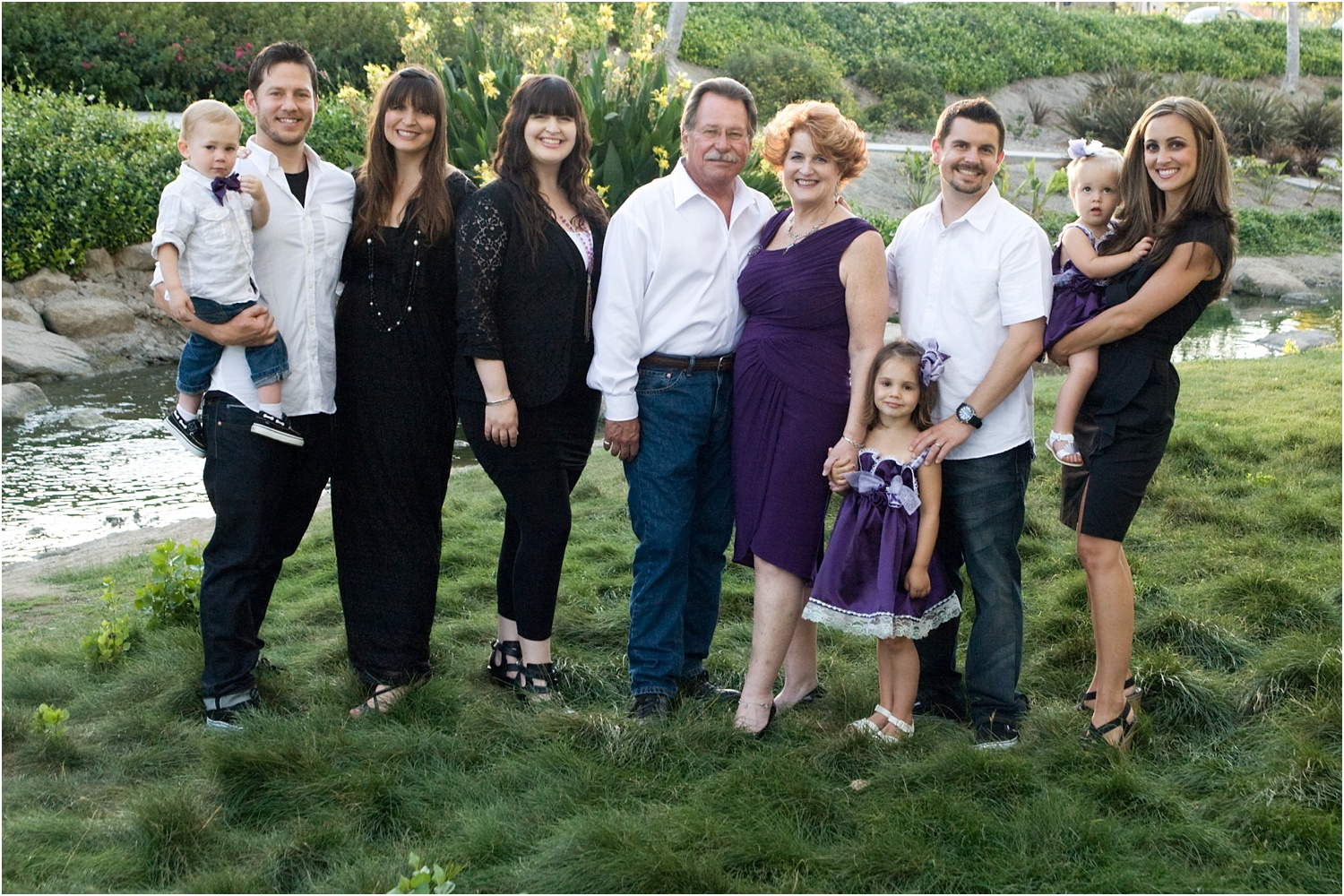 Tips for Posing Large Families and Groups - family posed on the grass
