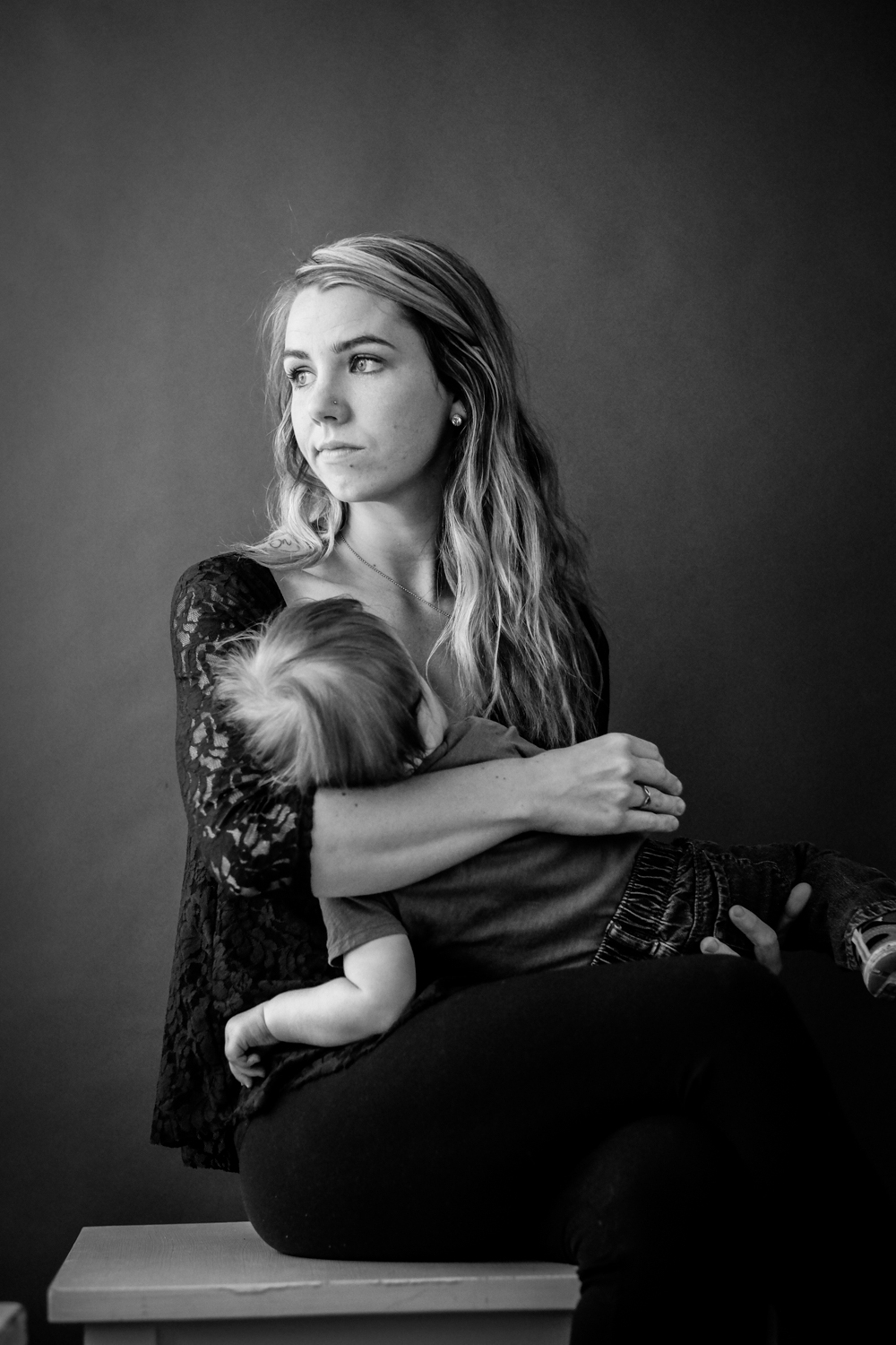 Portrait of a mom nursing her baby. 4 Tips for Helping People Feel Comfortable During Their Portrait Session