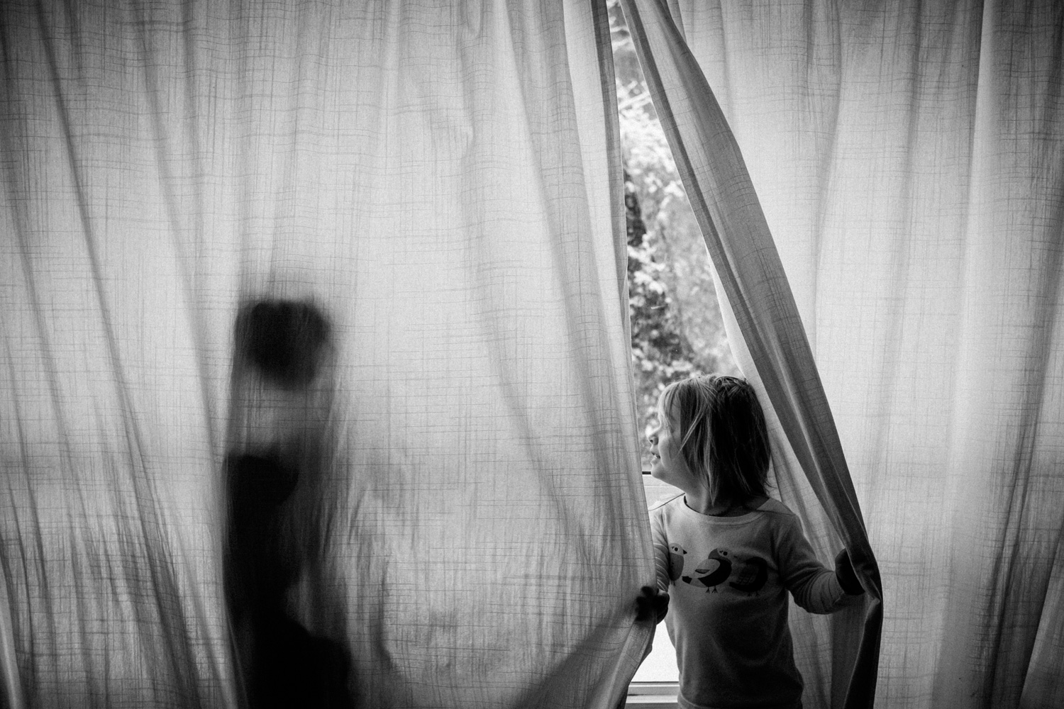 Window silhouette of 2 kids - 3 Quotes for the Creative Photographer