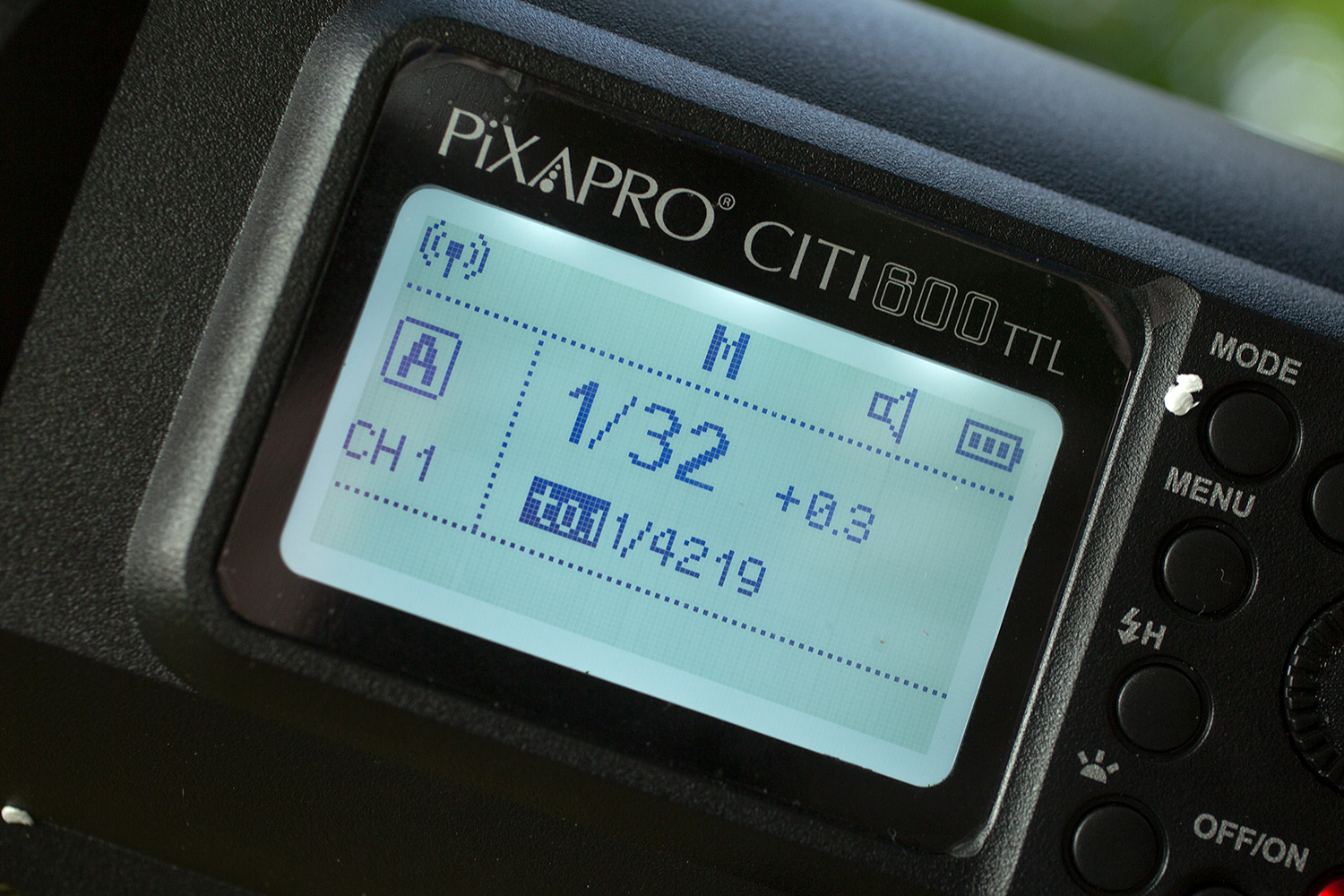 Light Review: The PiXAPRO CITI600 Portable Strobe (Godox Wistro AD600BM) - LED display