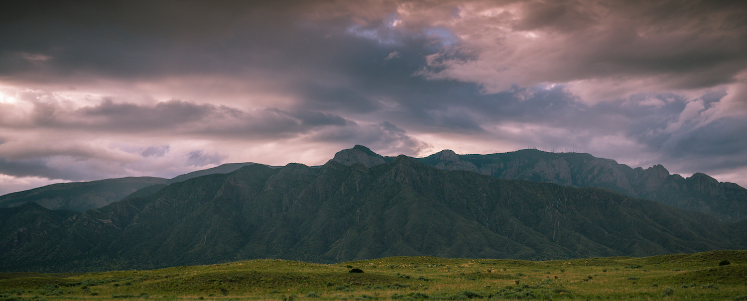 Road trip photography tips - sunset and mountains