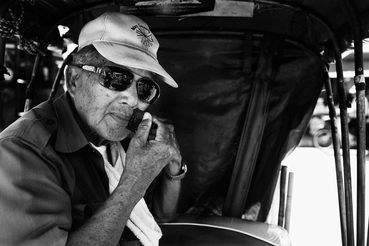 Learn How To Easily Improve Your Street Photography Portraits Street Shave © Kevin Landwer-Johan