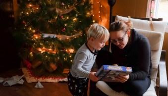 5 ways to light your Christmas tree portraits this festive season