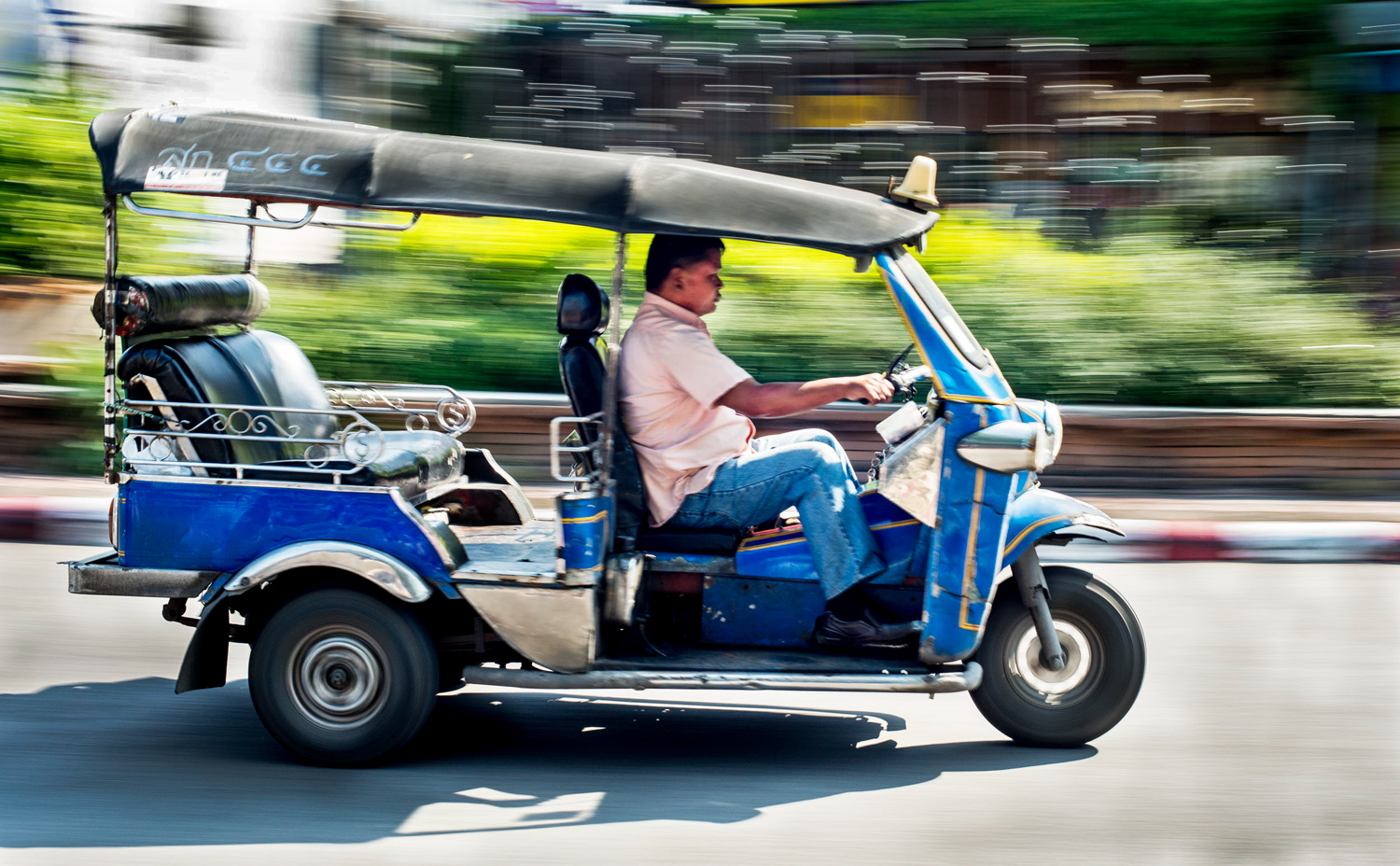 Tuktuk Panning Using a Slow Shutter Speed to a Create Sense of Motion