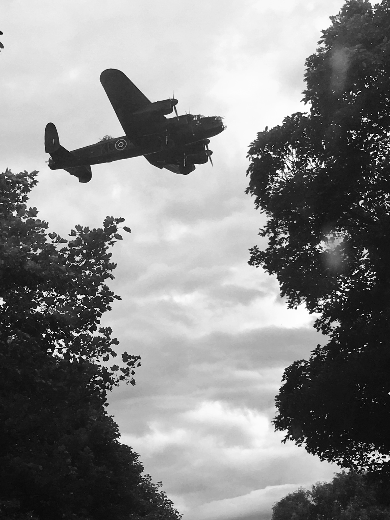 Photography becomes too easy - Lancaster bomber lands