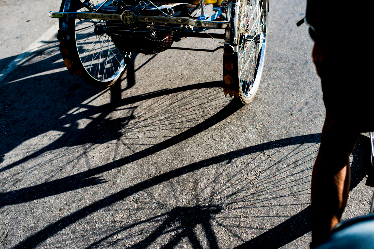 high-contrast-lighting-for-dramatic-street-photo' s-bike shadows