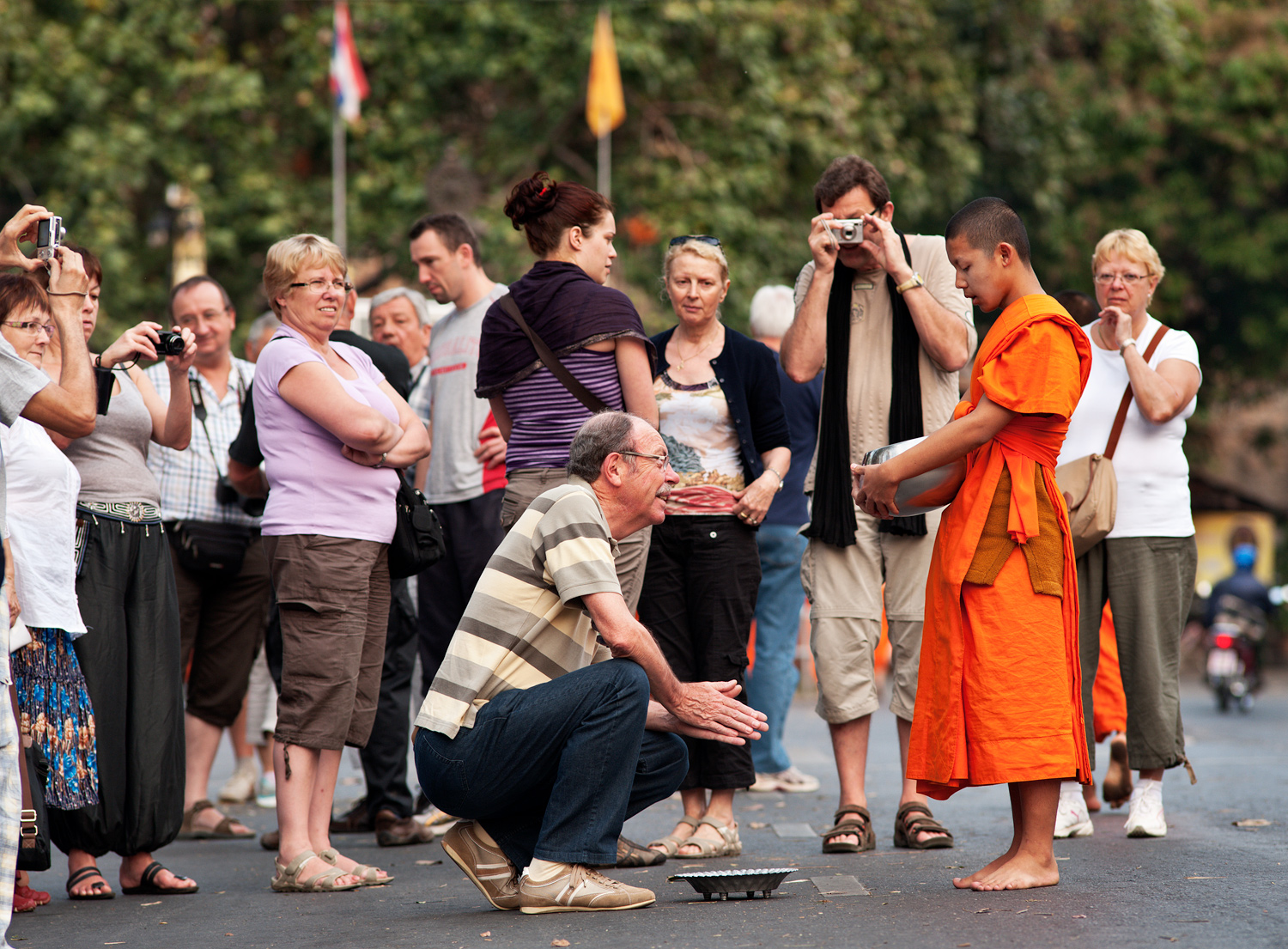 Alms Giving in Chiang Mai - Is Being Shy a Good Reason to Take Candid Photos