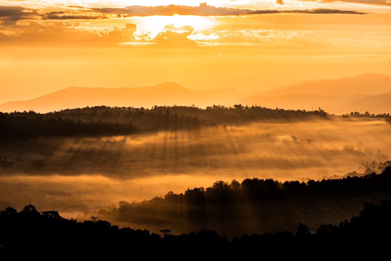 Nascer do sol nas montanhas devido a erros comuns na câmera