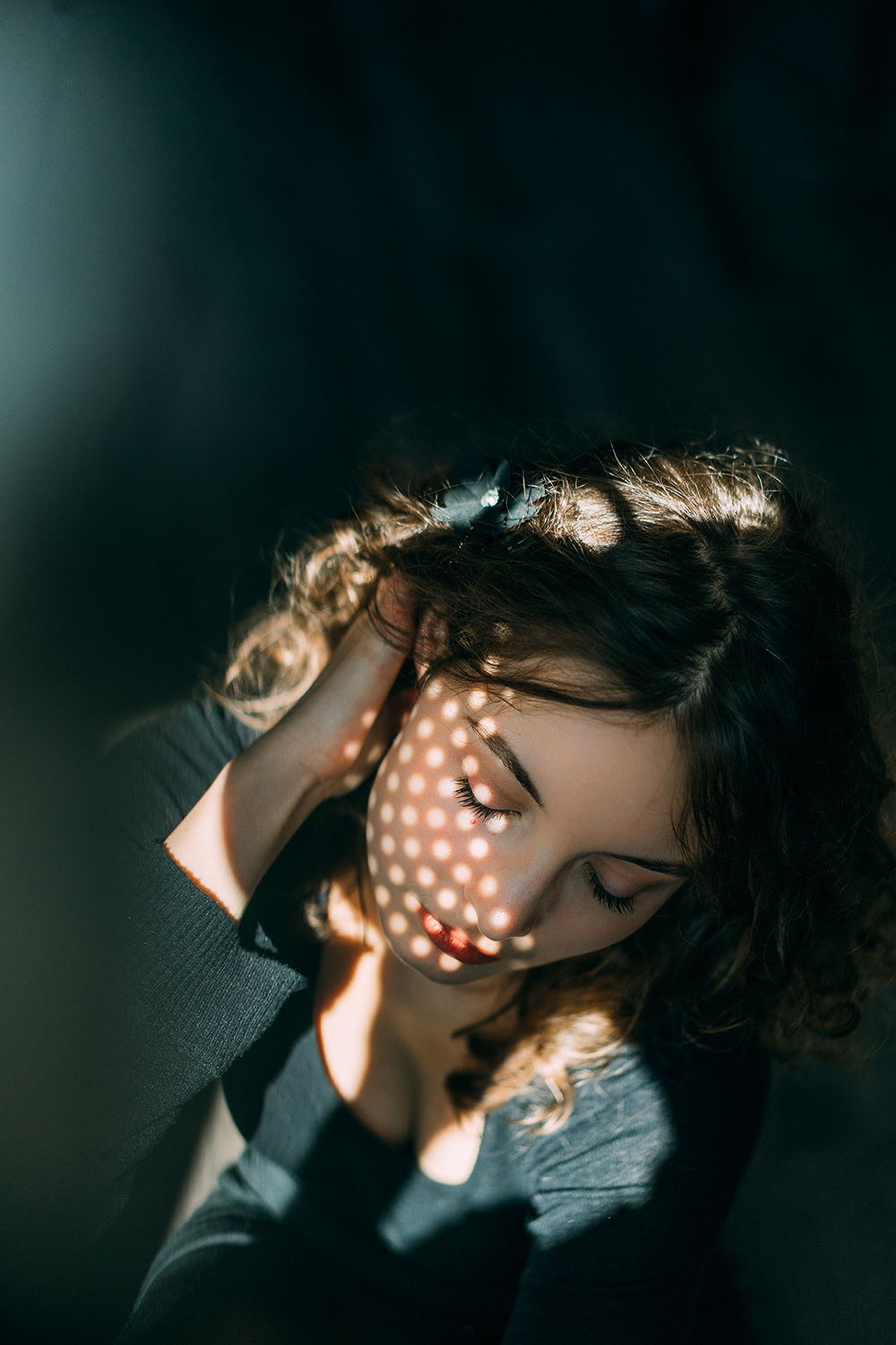 DIY photo idea – photograph of woman with interesting lighting