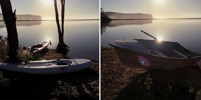 Barcos no lago em North Durras ao nascer do sol por Caz Nowaczyk