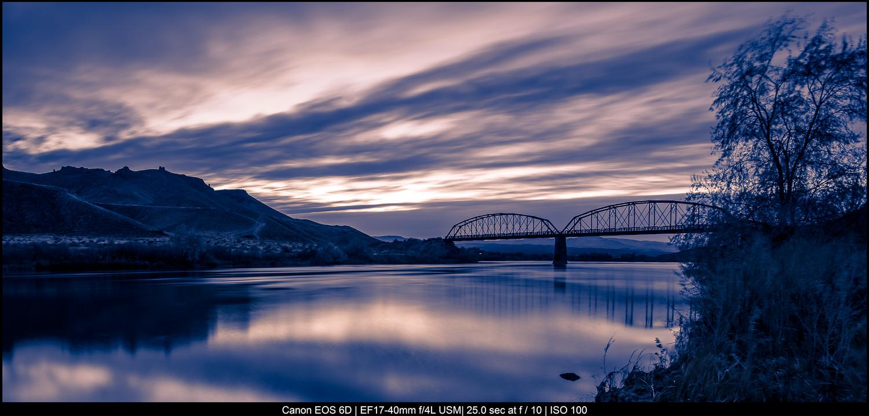 uma ponte na hora azul