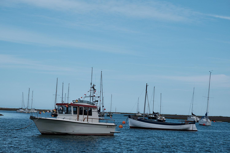 crooked horizon boat image