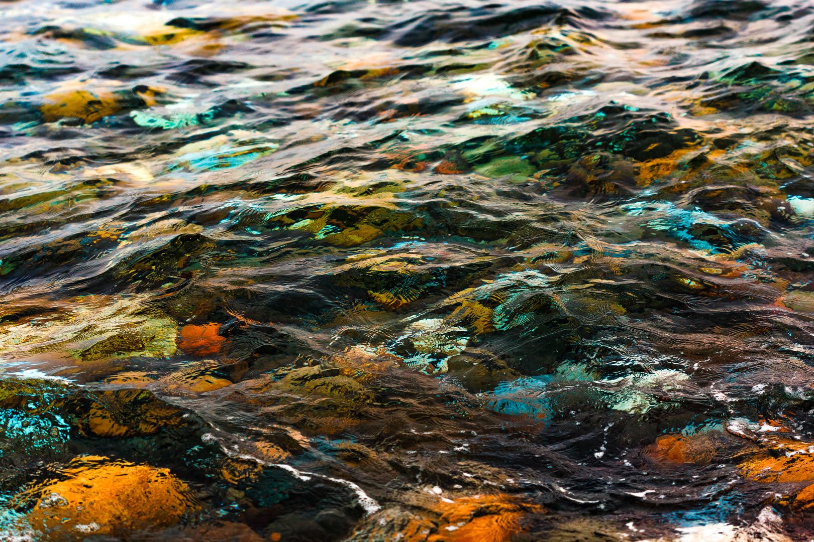 pedras na água abstrata