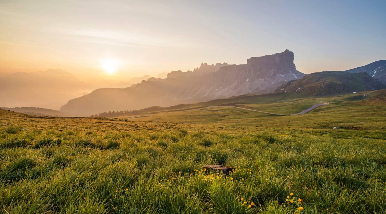 paisagens de pastagem e montanha usando distância hiperfocal para manter a paisagem nítida