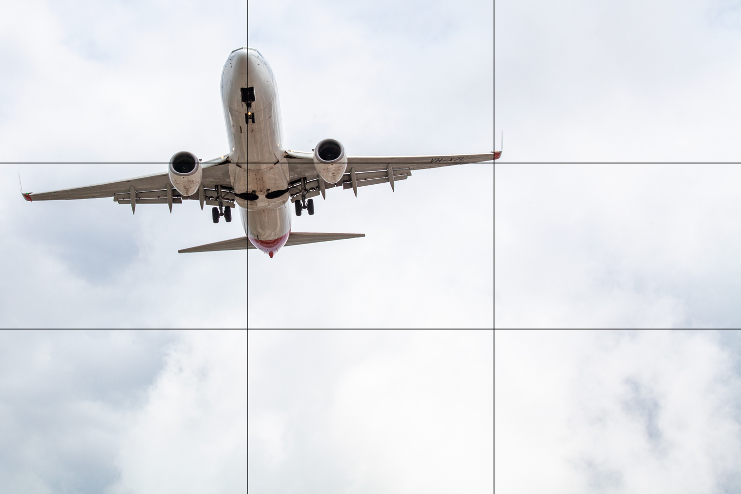 Rule of thirds examples - a Boeing 737 on approach to land at Sydney International Airport