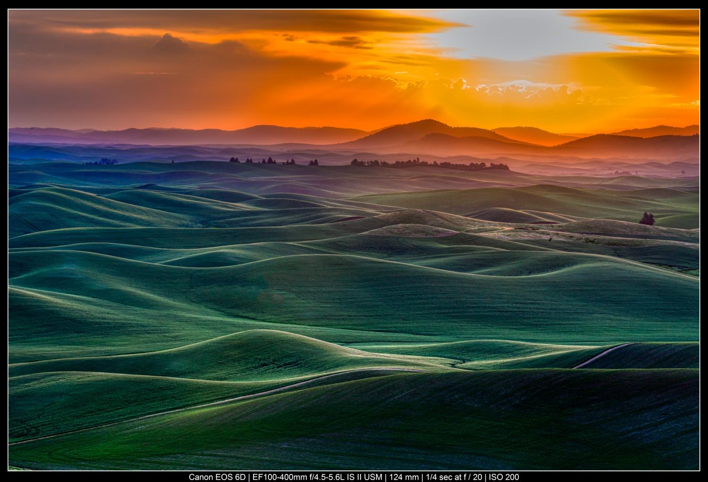fotografia de paisagem colorida ao nascer do sol