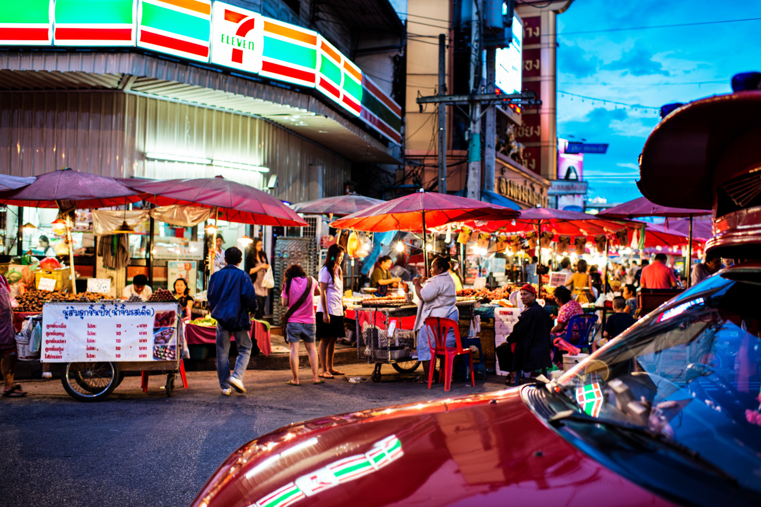 Chiang Mai street scene in the evening with a 35mm lens