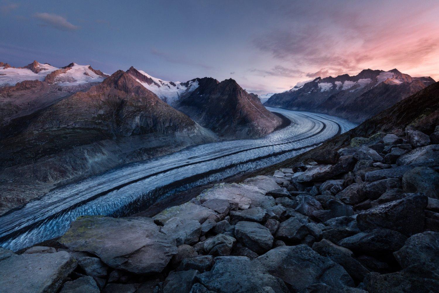 Dicas para fotografia de paisagem em uma estrada de montanha sinuosa