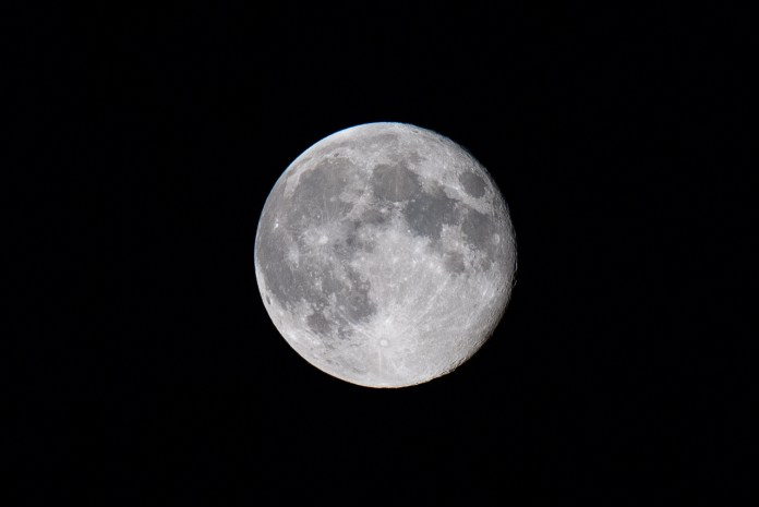 8 Tips for Perfect Moon Photography Settings