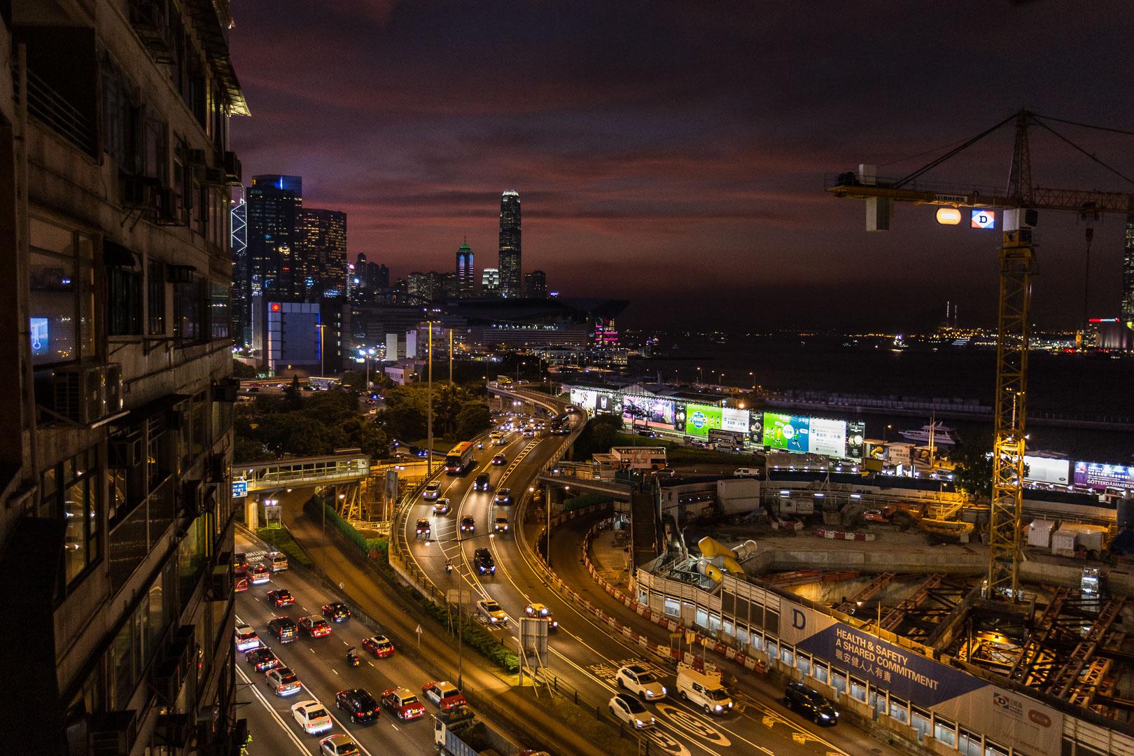 paisagem urbana à noite