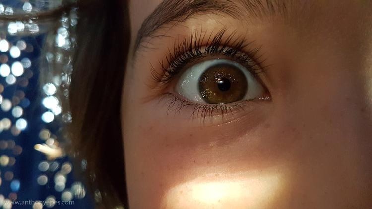 close-up de uma ideia engraçada de fotografia de telefone com olhos