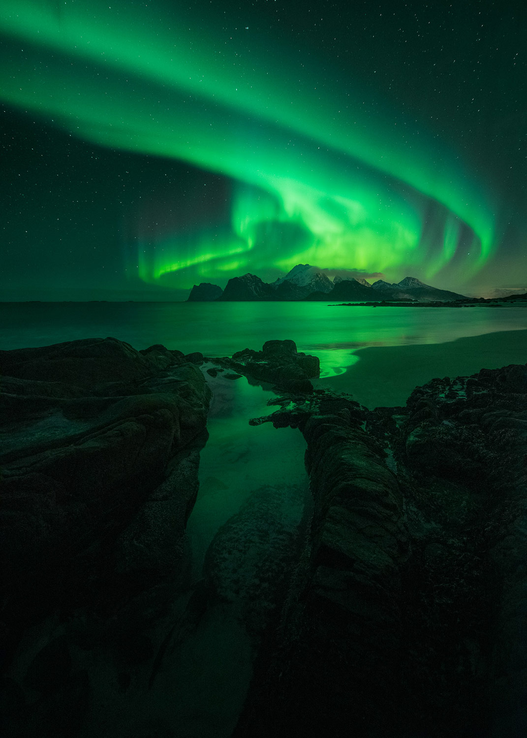 the aurora borealis over a mountain how to photograph the northern lights