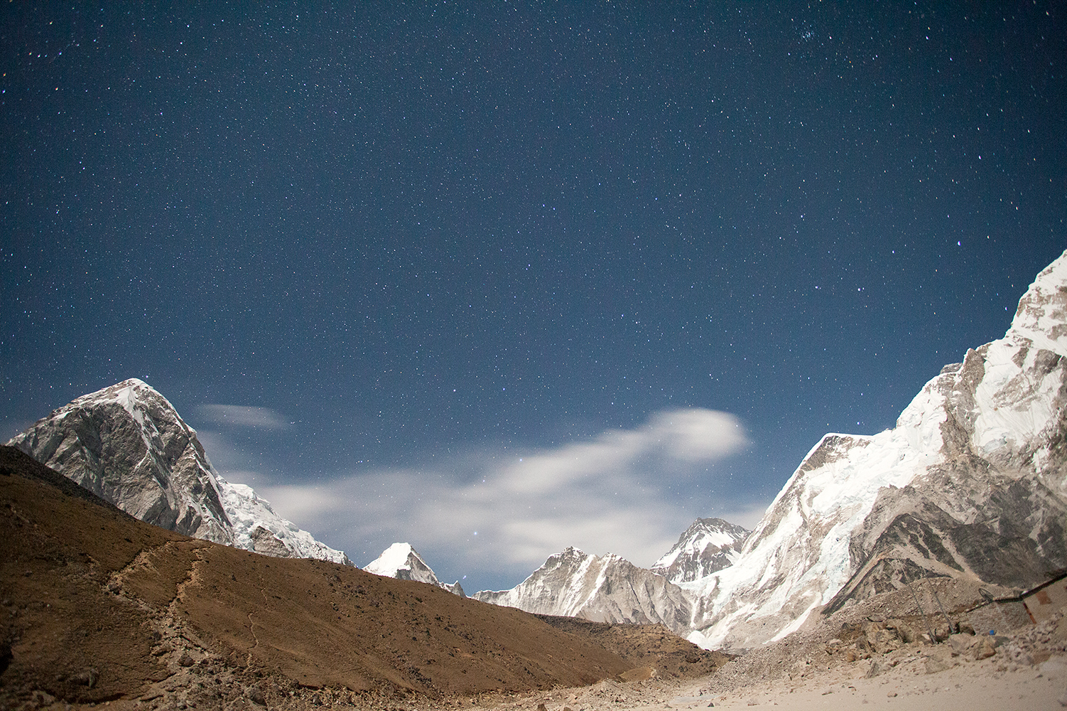 astrophotography mountain photo without star trails