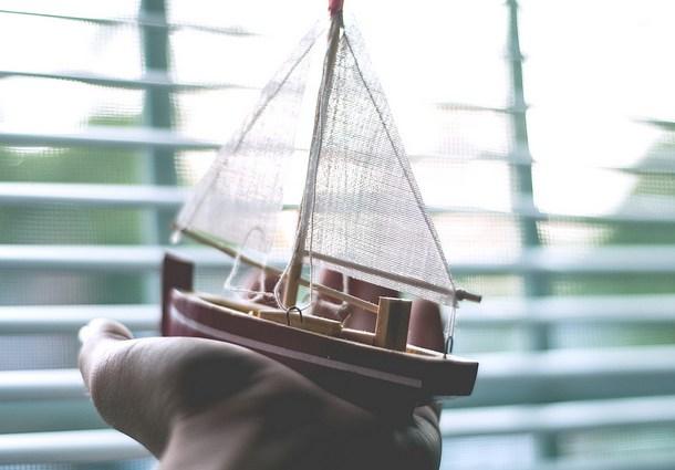 Image: By Send me adrift.