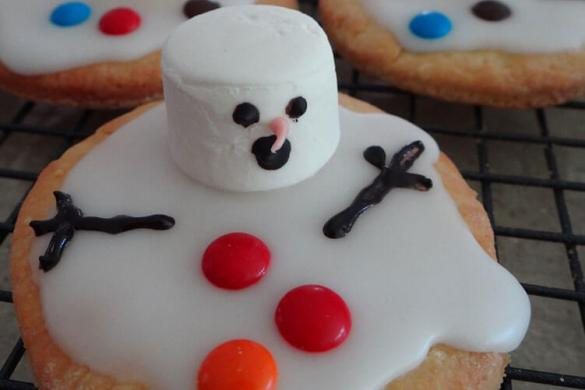 72. Melted Snowman Biscuits Christmas Recipe