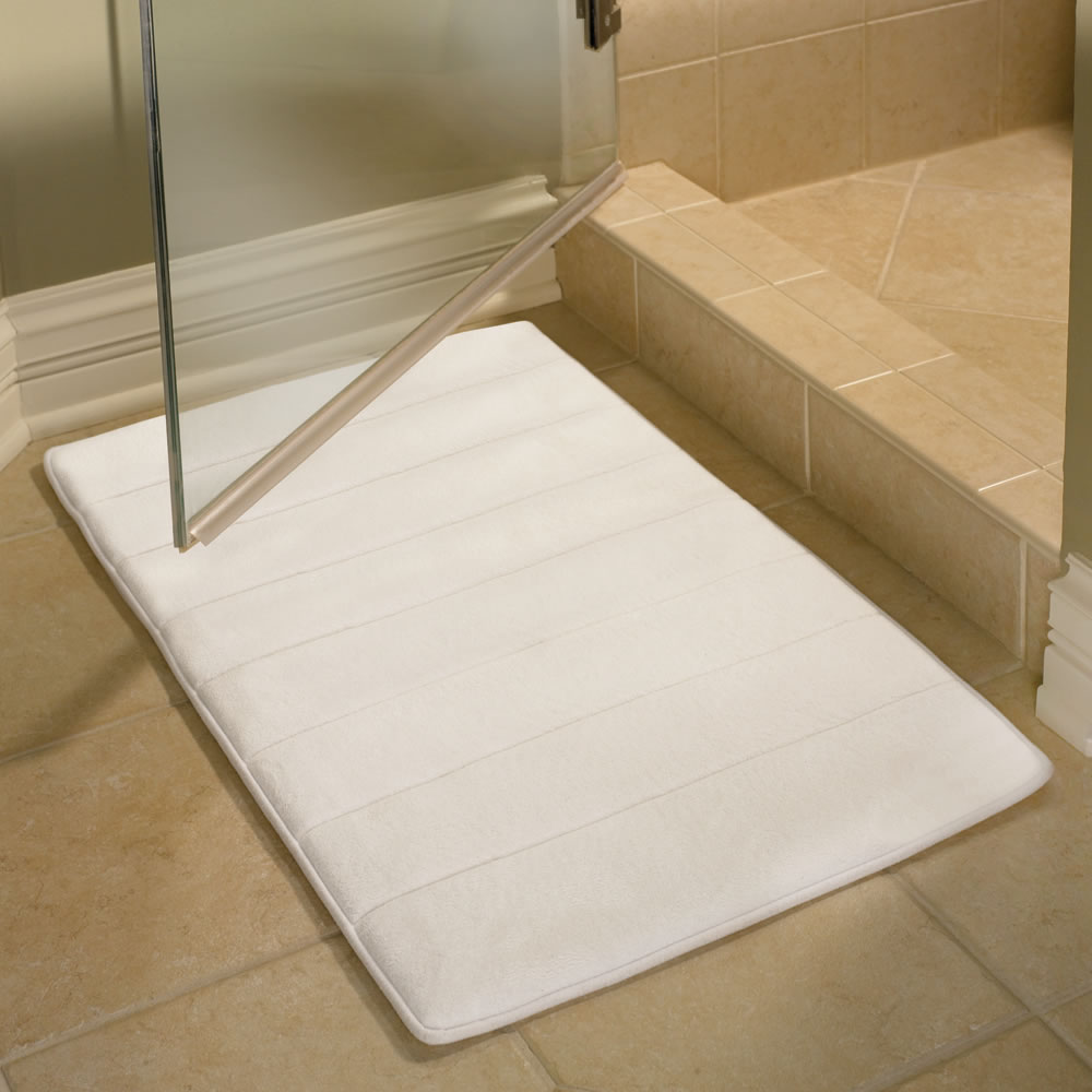the memory foam bathroom mat - hammacher schlemmer
