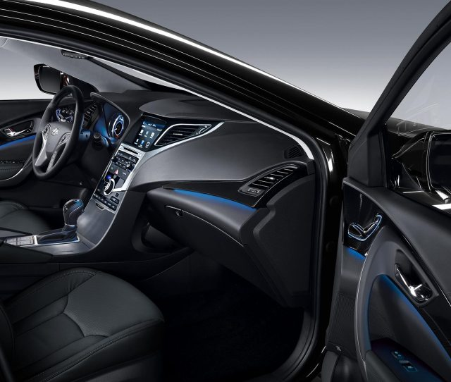 Hyundai Azera Front Seating Interior