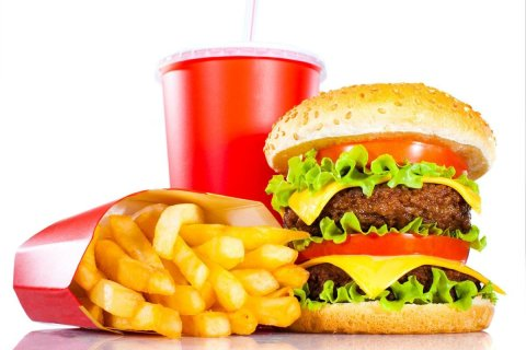 Estudio determina químico venenoso en comida rápida o empacada