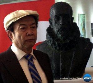 Cuentacuentos, cine y un busto de Cervantes marcan el Día del Libro en Pekín