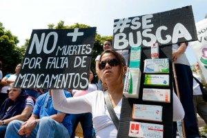 Venezolanos envían medicinas desde México para aliviar la crisis