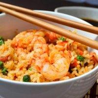 Prepara un arroz chino casero en 20 minutos