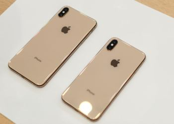 bisnis - apple iphone xs xs max hands on 11 1 700x467 c - Bisnis Digital di Era Revolusi Industri 4.0