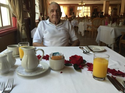 Breakfast with roses