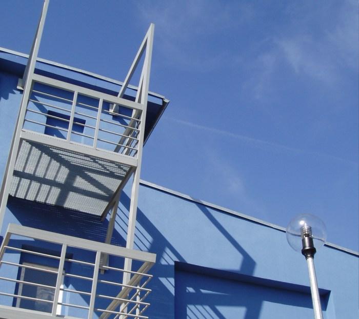 Moto-E-Wallpaper-Blue-Spaces