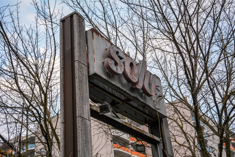 kino sojus sign abandoned cinema verlassenes kino lost places abandoned berlin germany