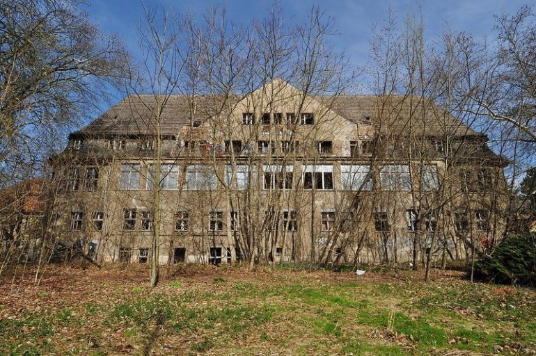 main abandoned hospital building