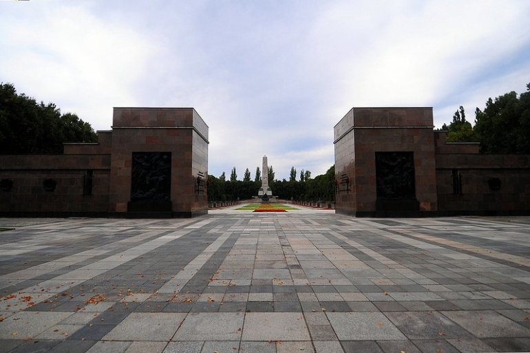 haupteingang sowjetisches ehrenmal schoenholzer heide