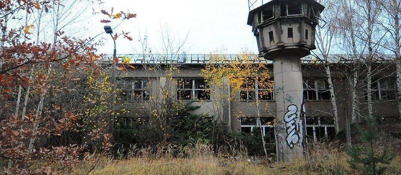 fabrik halle und wachturm veb kuehlautomat berlin