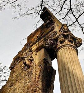 ram skull tuileriensaeule berlin germany