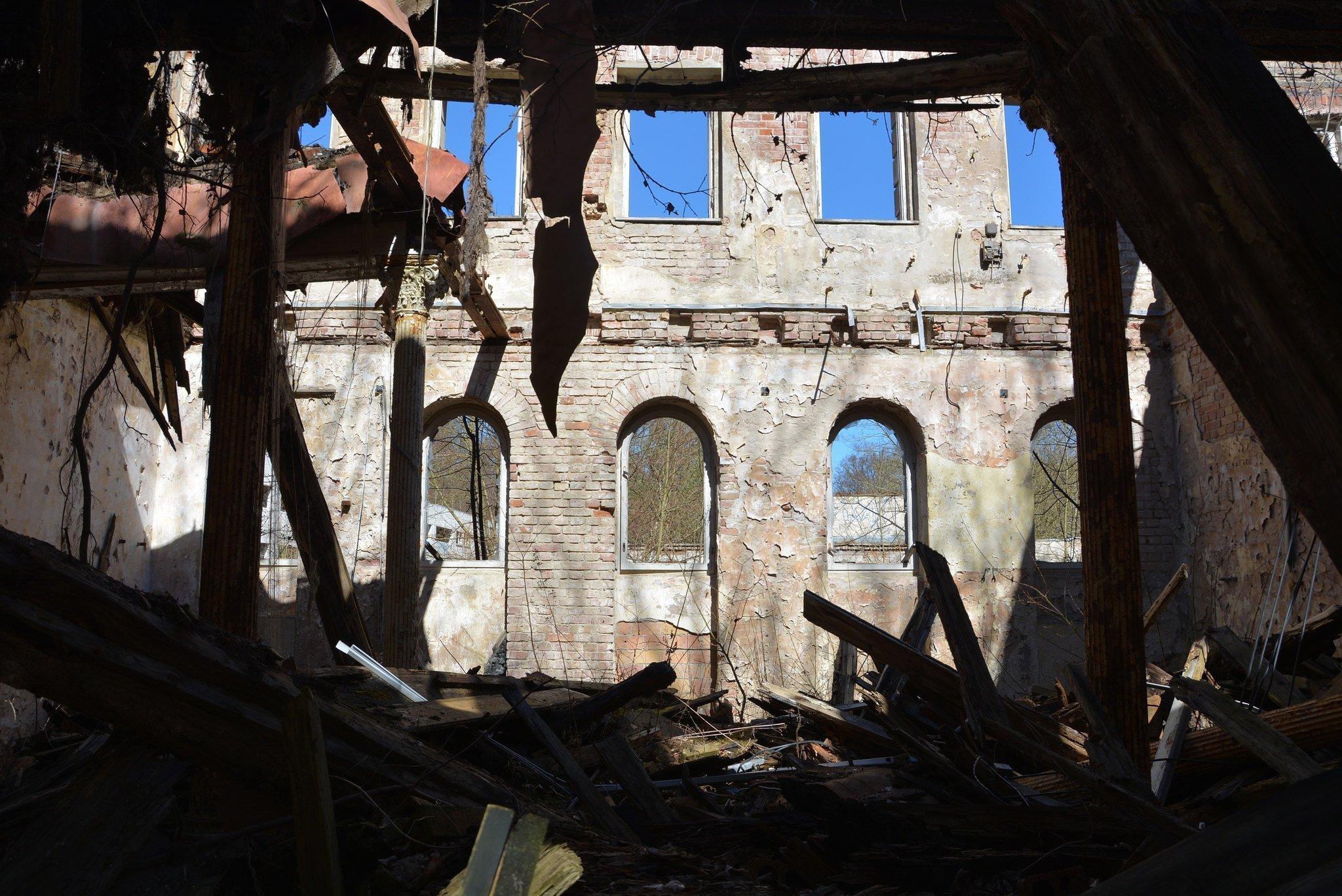 ruinen pferde stall verlassen burg abandoned lost places urbex castle germany deutschland