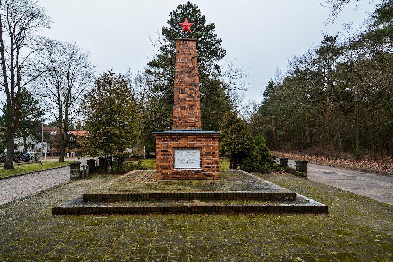 front view schöneiche berlin sowjetisches ehrenmal platz der befreiung 8 may soviet war memorial
