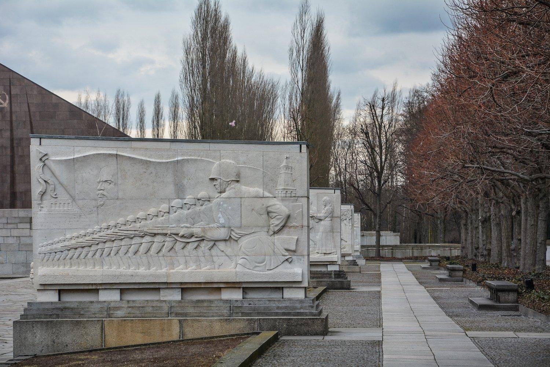 stone murals sowjetisches ehrenmal treptower park treptow soviet war memorial berlin germany