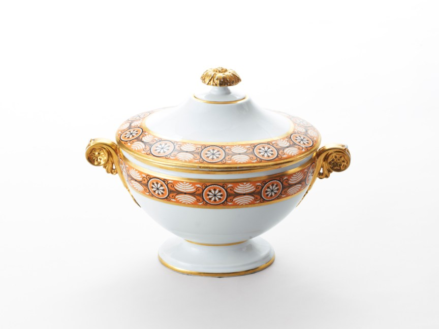 Tureen with lid from James and Dolley Madison's Nast porcelain service, acquired for them in Paris in 1806 by Fulwar Skipwith.