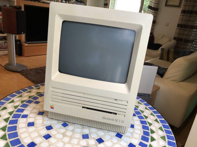 Ein Macintosh SE 1/20. Apple Computer im Laufe der Zeit